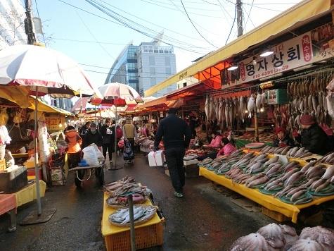 5 新東亜市場横の場外市場