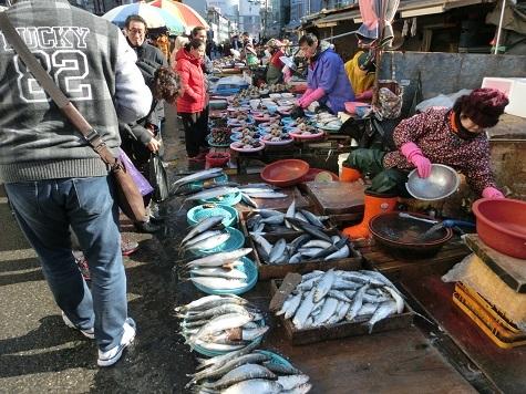 8 新東亜市場