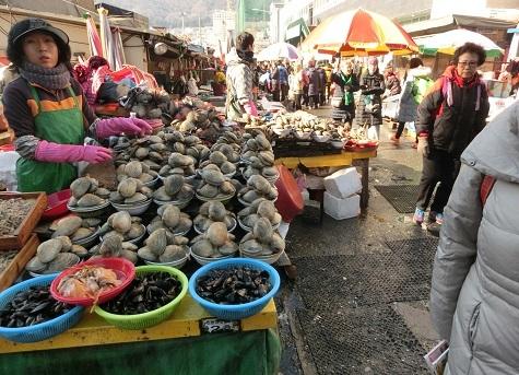 9 新東亜市場