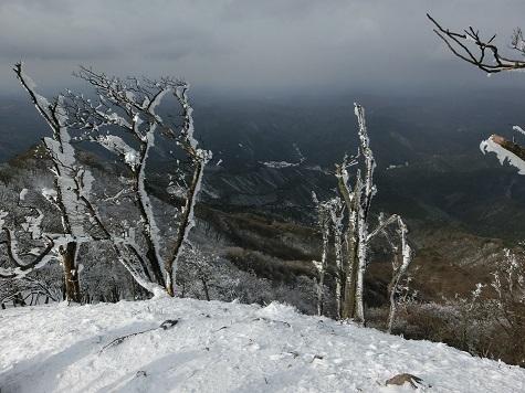 15 霧氷と目的地の麓