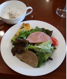 ひらまつ亭(サラダ・大根スープ)