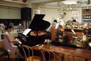 サニーサイドにて廣田ゆりピアノトリオ
