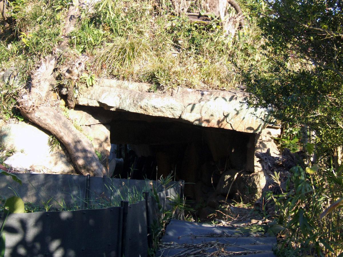 沓掛古墳の麓