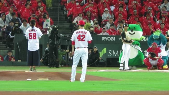 レスリング伊調馨、日本シリーズ開幕戦始球式