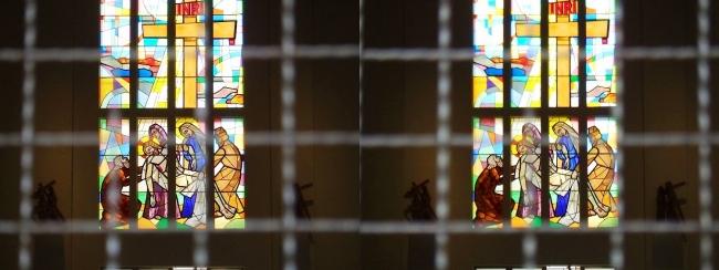 大阪カテドラル聖マリア大聖堂 ステンドグラス(平行法)