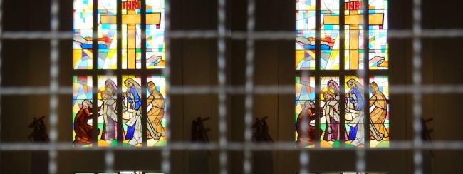 大阪カテドラル聖マリア大聖堂 ステンドグラス(交差法)