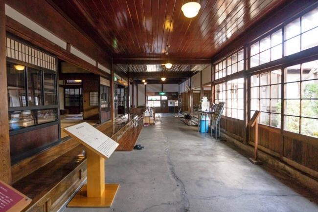 斜陽館(太宰治記念館)1階土間