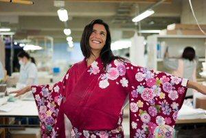 02a 300 trying on kimono