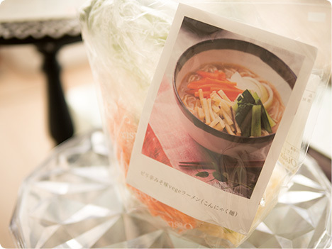 Kit Oisix ピリ辛みそ味vegeラーメン(こんにゃく麺)