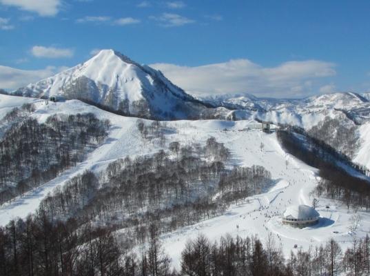 飯士山と手前に広がるゲレンデ