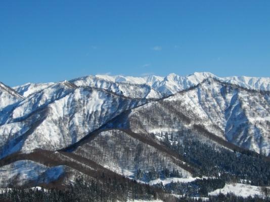 七ツ小屋山、大源太山、朝日岳方面を望む