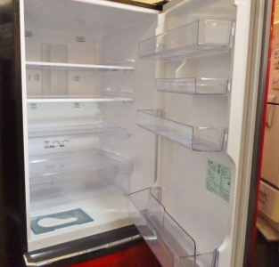 三菱冷蔵庫レッド2