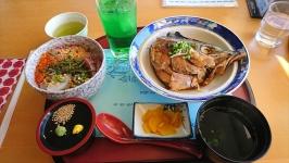 天草市牛深の道の駅うしぶか海彩館内レストランあおさのミニ海鮮丼と煮魚♪