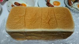 鶴屋のうまいもの大会で大阪・乃が美の生食パンを食べる。