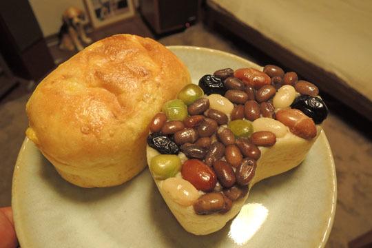 05コーンパンと豆パン
