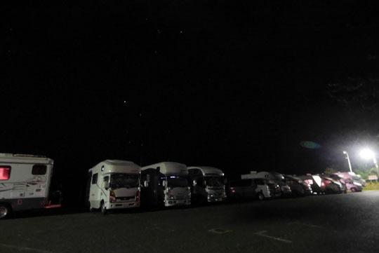 125夜の駐車場