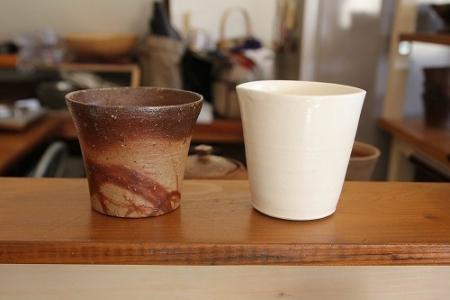 2つのカップで備前焼コーヒーを飲み比べ