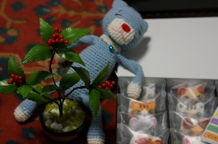 &お手製の猫と造花