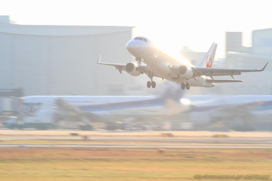 J-AIR ERJ-170STD / JA219J@RWY14Rエンド・猪名川土手