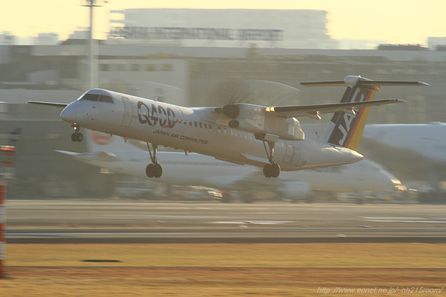 JAC DHC-8-402Q / JA842C@RWY14Rエンド・猪名川土手
