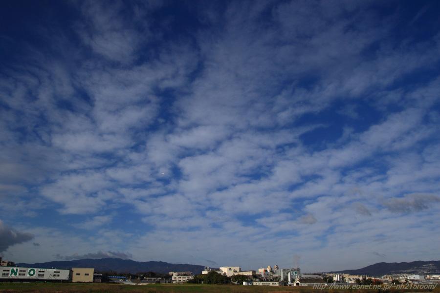 伊丹空港西側・六甲山方面の空@猪名川土手