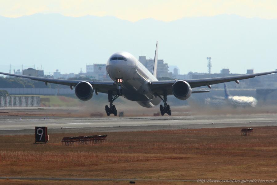 JAL B777-346 / JA8945@猪名川土手