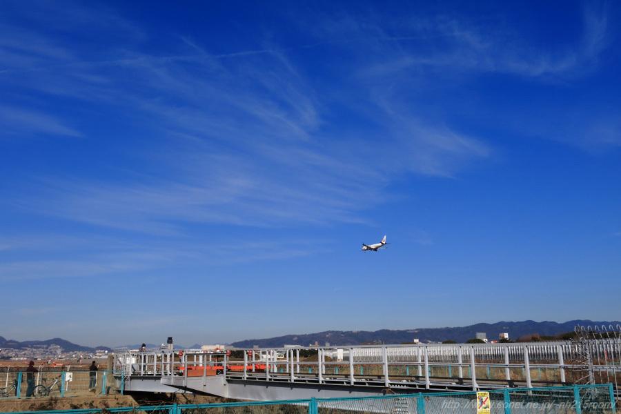 J-AIR ERJ-170STD / JA223J@千里川土手