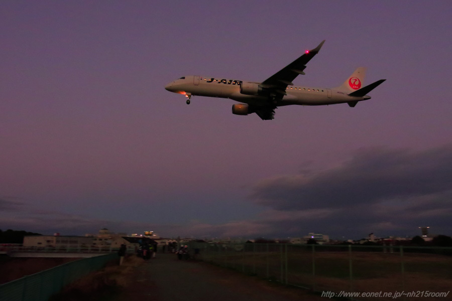 J-AIR ERJ-190STD / JA244J@千里川土手