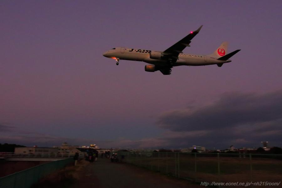J-AIR ERJ-190STD / JA244J@千里川土手