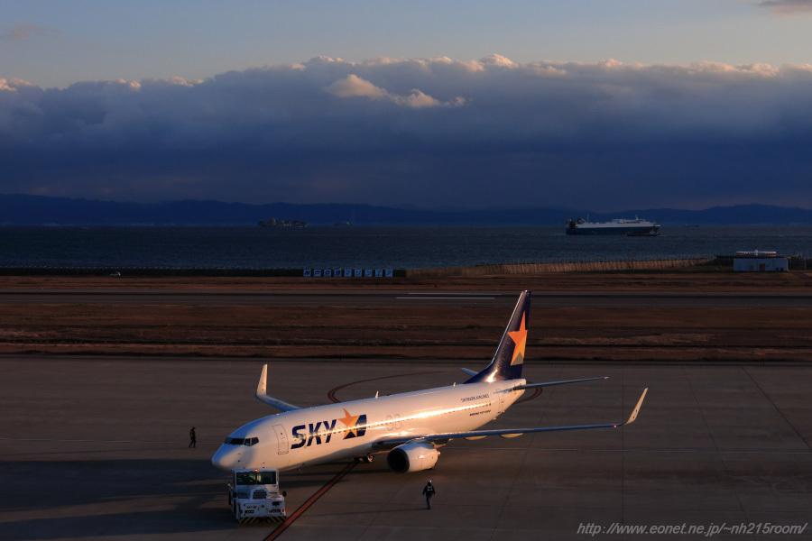 SKY B737-82Y / JA73NE@神戸空港展望デッキ