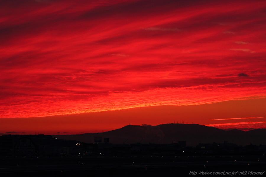 日の出前の紅い空@猪名川土手