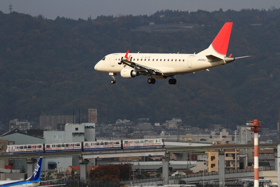 J-AIR ERJ-170STD / JA220J@伊丹スカイパーク南駐車場