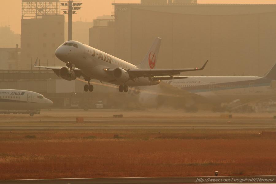 J-AIR ERJ-190STD / JA211J@RWY14Rエンド・猪名川土手