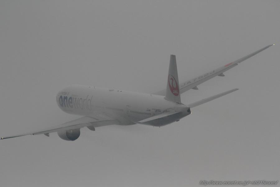 JAL B777-346 / JA752J@RWY14Rエンド・猪名川土手