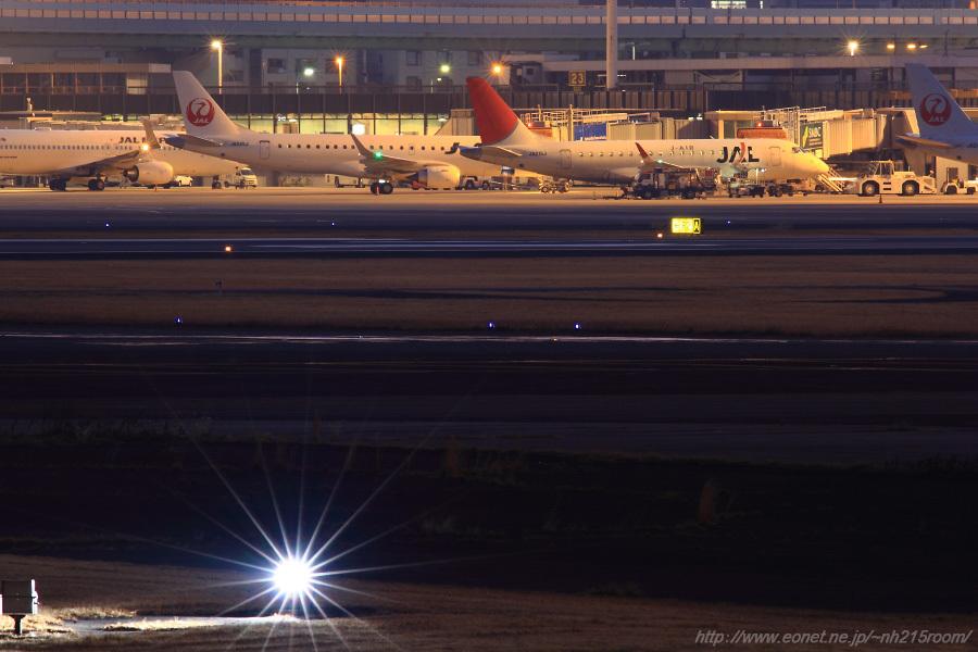 早朝のBラン14R閃光灯と北駐機場@猪名川土手