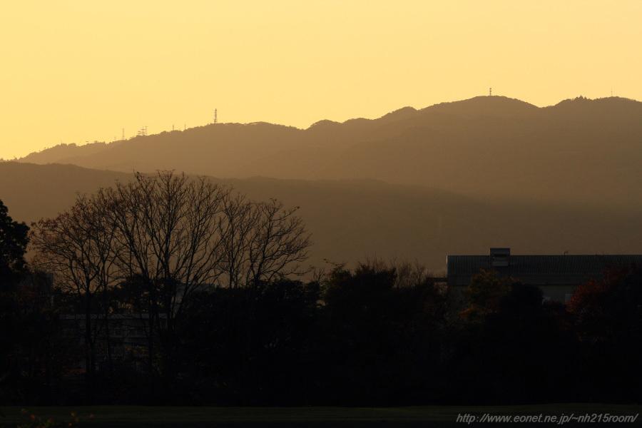 夕暮れ前の六甲山@RWY14Rエンド・伊丹リサイクルセンター周辺
