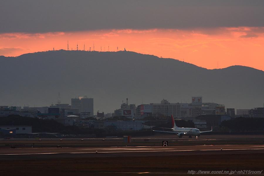2010年12月11日撮影分・JEX B737-800@猪名川土手