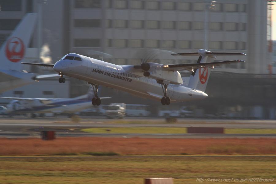 JAC DHC-8-402Q / JA844C@RWY14Rエンド・猪名川土手