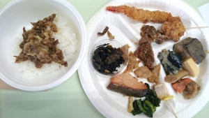 日乃本食堂ハラール食品工場視察_牛丼やエビフライなど色々なハラール製品を試食