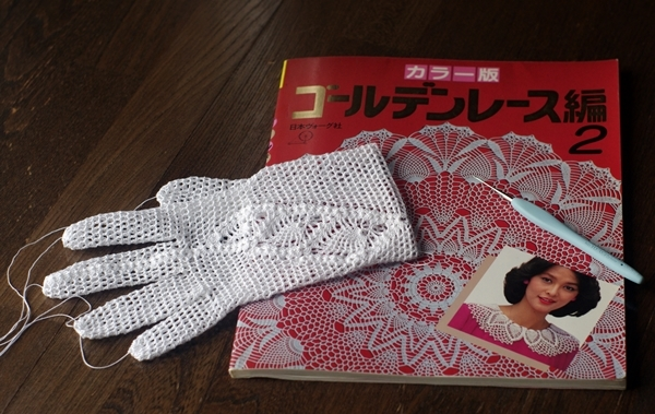 lace_gloves3.jpg