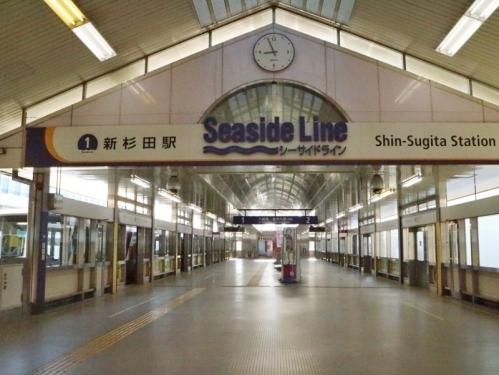 IMG_8509 シーサイドライン駅ホーム
