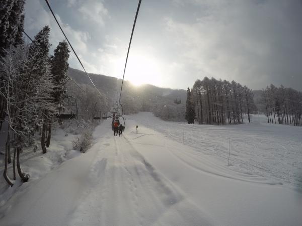 タングラム0103_リフトから雪舞う