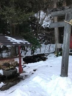 清瀧神社 本殿横