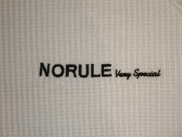 NORULE Heavy thermal mock neck trainer white ft2