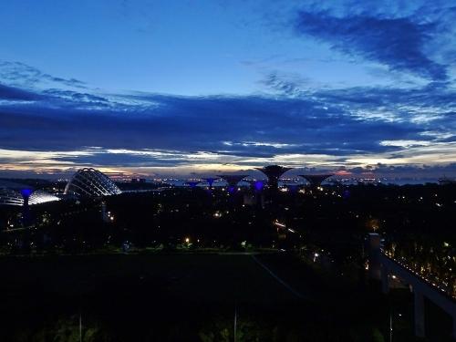 マリーナ・ベイ・サンズホテルからの夜明け