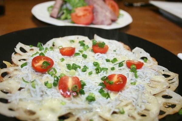 蓮根とシラスのピザ