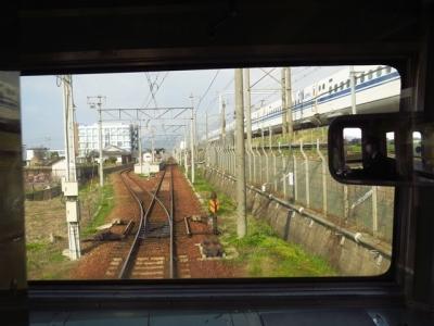 東海道新幹線と並走