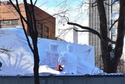 大通り会場の大雪像も制作中