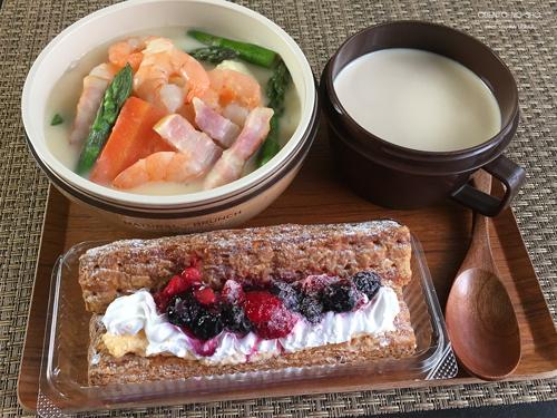 海老とベーコンのクリームシチュー弁当01