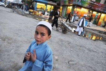 化粧を施され足に鈴つけ、少女のような格好…アフガン南部の少年を性奴隷化する忌まわしき風習「バチャ・バジ」